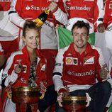 Dasha Kapustina y Fernando Alonso en el Gran Premio de China 2013