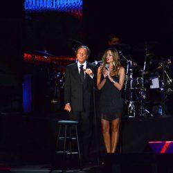 Julio Iglesias tiene problemas con su voz en su concierto de Shanghai