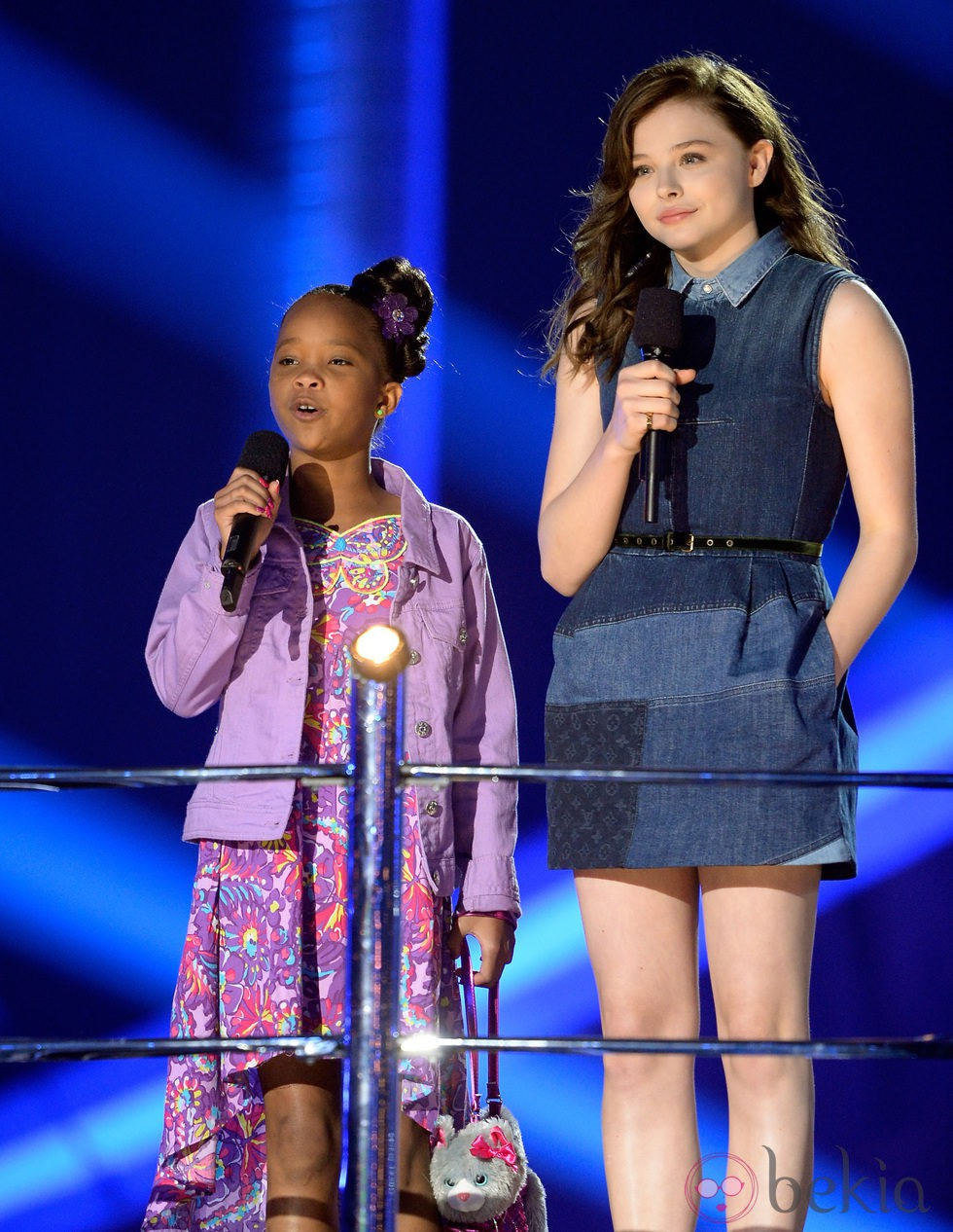 Quvenzhané Wallis y Chloë Grace Moretz en la gala de los MTV Movie Awards 2013