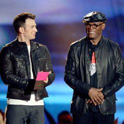Chris Evans y Samuel L. Jackson en la gala de los MTV Movie Awards 2013