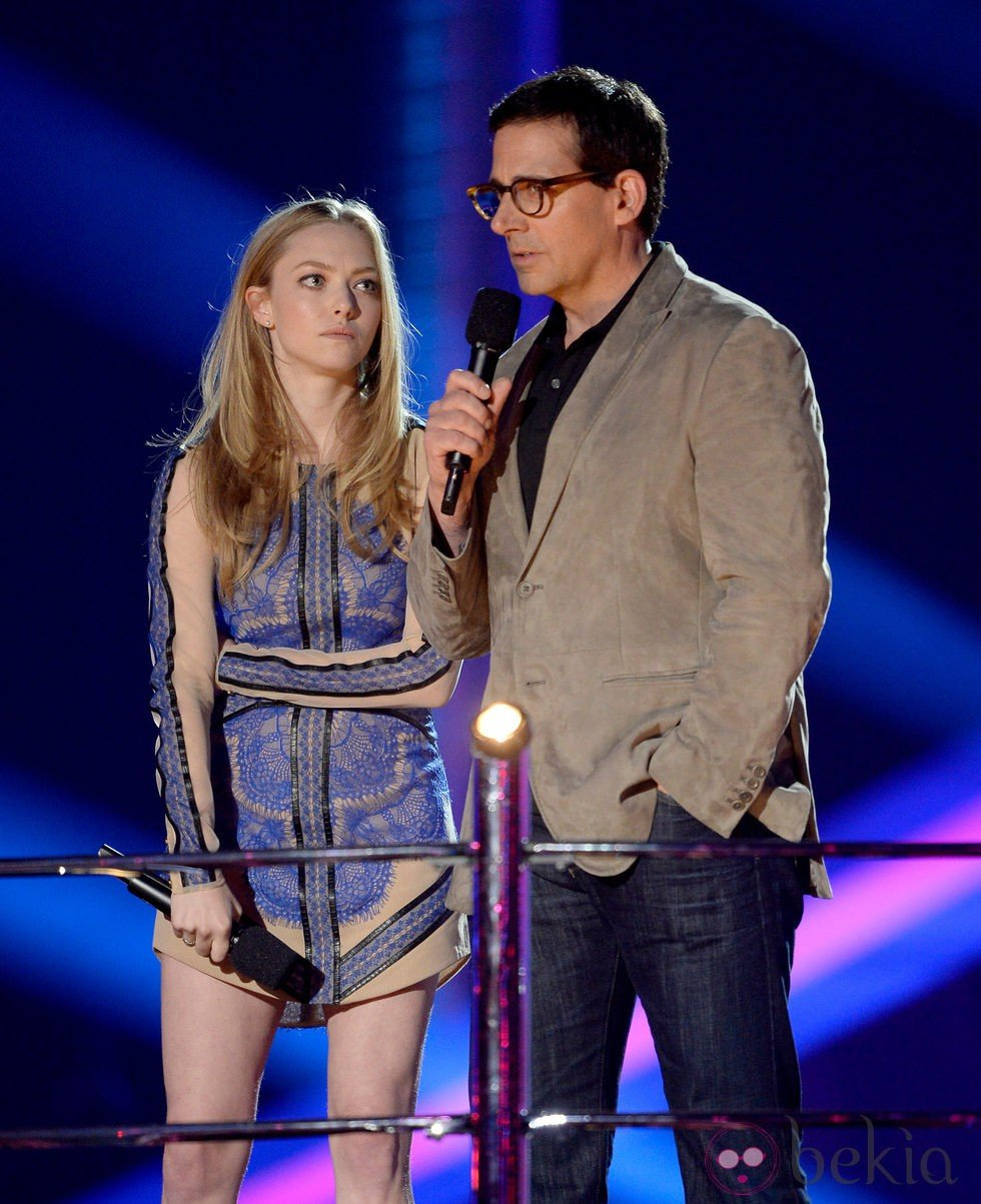 Amanda Seyfried y Steve Carell en la gala de los MTV Movie Awards 2013