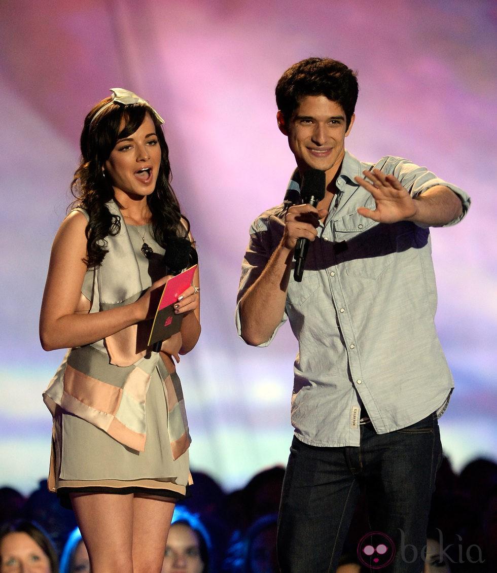 Ashley Rickards y Tyler Posey en la gala de los MTV Movie Awards 2013