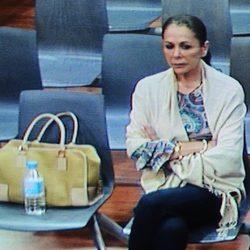 Isabel Pantoja escucha su condena a dos años de cárcel por el 'caso Malaya'