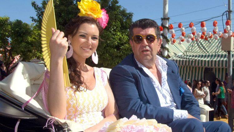 María Jesús Ruiz y José María Gil Silgado paseando por la Feria de Abril 2013