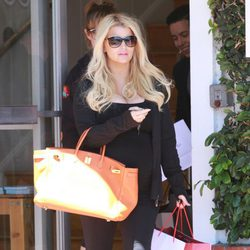 Jessica Simpson, de compras en la recta final de su segundo embarazo