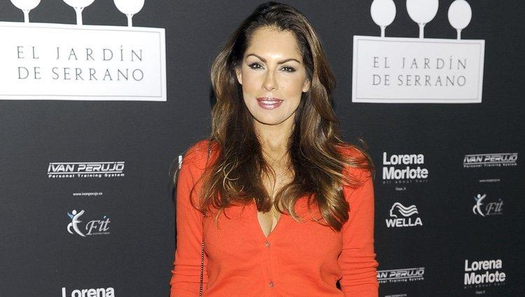Jacqueline de la Vega en la inauguración de un centro de belleza