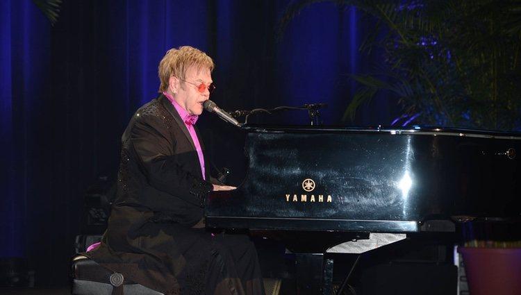 Elton John en una fiesta solidaria contra el cáncer de mama en Nueva York