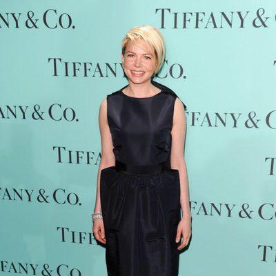 Michelle  Williams luciendo elegancia en la fiesta de Tiffany & Co