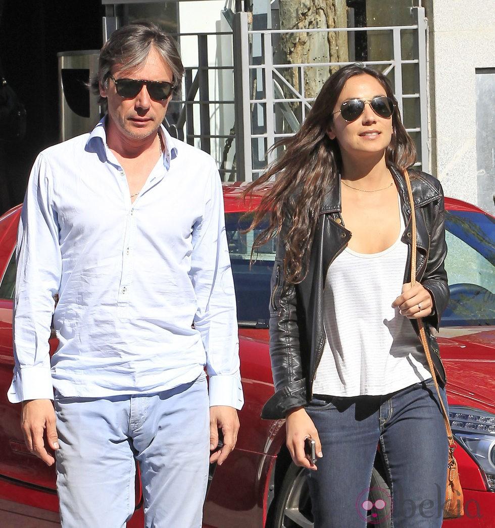 Israel Bayón y su novia Cristina Sainz a la salida de un restaurante en Madrid