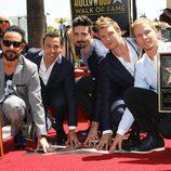 Los Backstreet Boys con su estrella 2.495 en el Paseo de la Fama de Hollywood