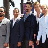 Los Backstreet Boys posan en el Paseo de la Fama de Hollywood