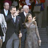 Los Príncipes de Asturias saludan al pueblo en la entrega del Premio Cervantes 2012