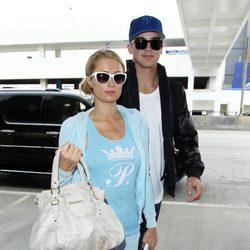 Paris Hilton viaja a Bogotá con su novio River Viiperi