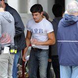 Zac Efron presume de bíceps en el rodaje de 'Townies'