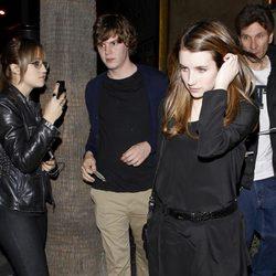 Emma Roberts y Evan Peters en el cumpleaños de Jaime King's