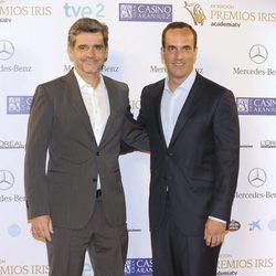 Santi Acosta acompañado en los Premios Iris 2013