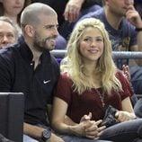 Gerard Piqué y Shakira en un partido del Barça de baloncesto