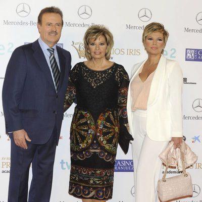 Manuel Campo Vidal, María Teresa Campos y Terelu Campos en los Premios Iris 2013