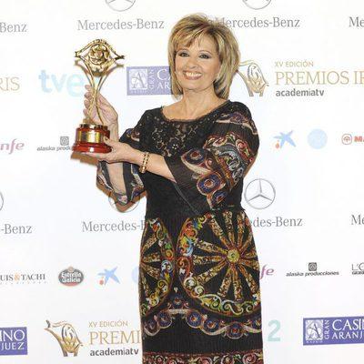María Teresa Campos con su galardón en los Premios Iris 2013
