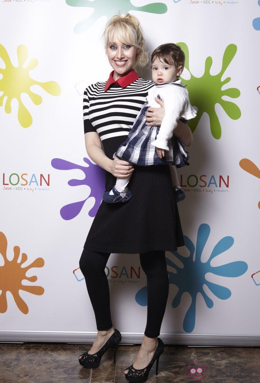 Innocence con su hija Scarlett en la inauguración de LOSAN KIDS en Madrid