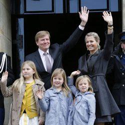 Guillermo y Máxima de Holanda y sus hijas ensayan para la coronación