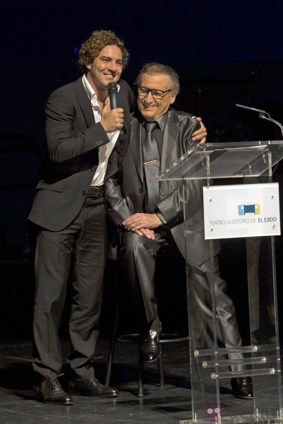 Manolo Escobar recibió la visita de David Bisbal durante un homenaje
