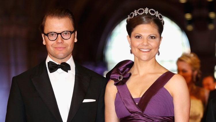 Los príncipes Daniel y Victoria de Suecia en la cena previa a la abdicación de la Reina Beatriz de Holanda