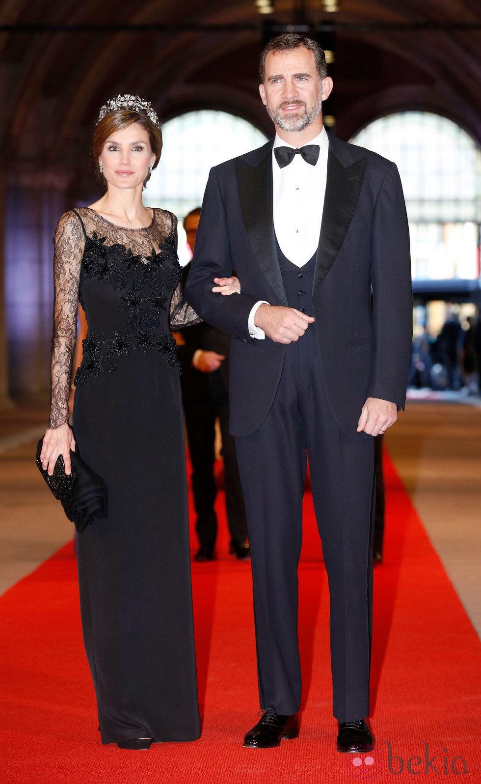 Los príncipes Felipe y Letizia de España en la cena previa a la abdicación de la Reina Beatriz de Holanda