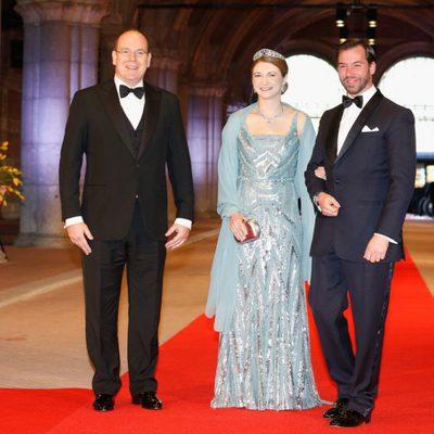 El Príncipe Alberto de Mónaco y los príncipes Guillermo y Estefanía de Luxemburgo en la cena previa a la abdicación de la Reina Beatriz de Hola