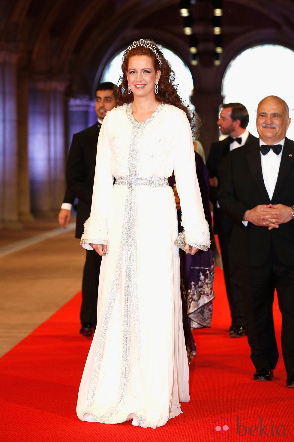 La Princesa Salma de Marruecos en la cena previa a la abdicación de la Reina Beatriz de Holanda