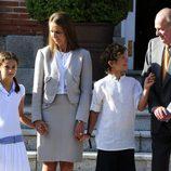 El Rey, la Infanta Elena y sus hijos antes de reunirse con el Papa