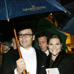 Victoria de Suecia y Daniel Westling en una boda en 2006