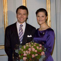 Victoria de Suecia y Daniel Westling tras anunciar su compromiso en 2009
