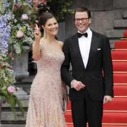 Victoria de Suecia y Daniel Westling en la fiesta anterior a su boda en 2010