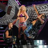 Britney Spears actuando durante un concierto