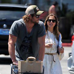 Elsa Pataky y Chris Hemsworth hacen la compra