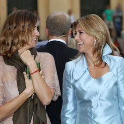 Rosario Nadal bromea con Marta Luisa de Noruega en el 10 aniversario de Haakon y Mette Marit