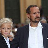 El Príncipe Haakon de Noruega y Marius en el 10 aniversario de Haakon y Mette Marit