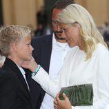 Mette Marit acaricia a su hijo Marius en el 10 aniversario de Haakon y Mette Marit de Noruega