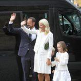 Haakon, Mette-Marit e Ingrid Alexandra de Noruega en el 10 aniversario de Haakon y Mette-Marit