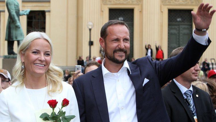 Haakon y Mette Marit de Noruega en su 10º aniversario de boda