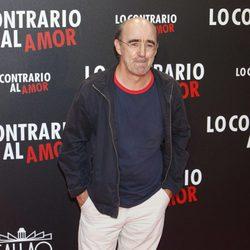 Álex Angulo en el estreno de 'Lo contrario al amor' en Madrid