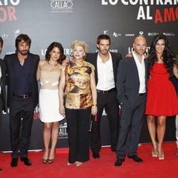 Los protagonistas de 'Lo contrario al amor' en el estreno en Madrid