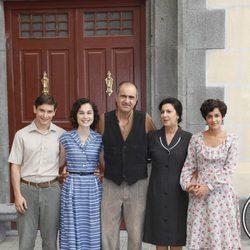 Nadia de Santiago, Joaquín Climent y Macarena García en la séptima temporada de 'Amar en tiempos revueltos'