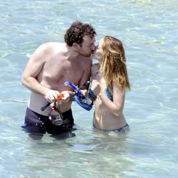 María Adánez y David Murphy, cariñosos en el mar