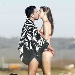Miguel Ángel Silvestre y Blanca Suárez, amor intenso en la playa