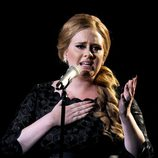 Adele cantando en la gala de los MTV Video Music Awards 2011