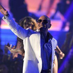 Pitbull durante su actuación en los MTV Video Music Awards 2011