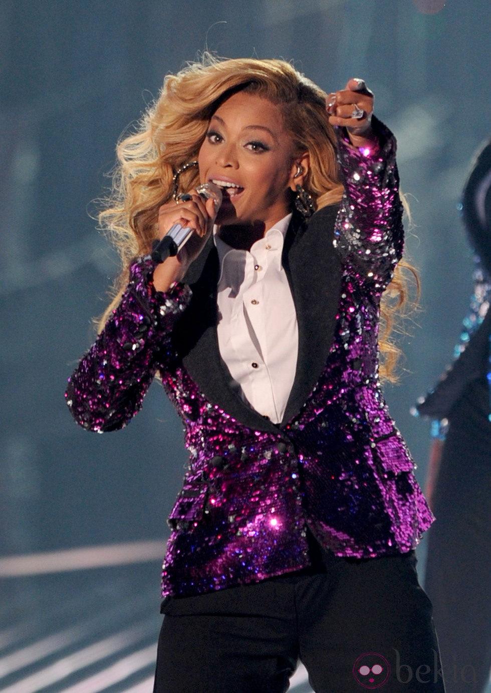 Una embarazada Beyoncé durante su actuación en los VMA 2011
