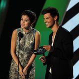 Selena Gomez y Taylor Lautner en los MTV Video Music Awards 2011